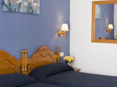 Habitacion estándar dos camas gemelas - hostal mena - nerja